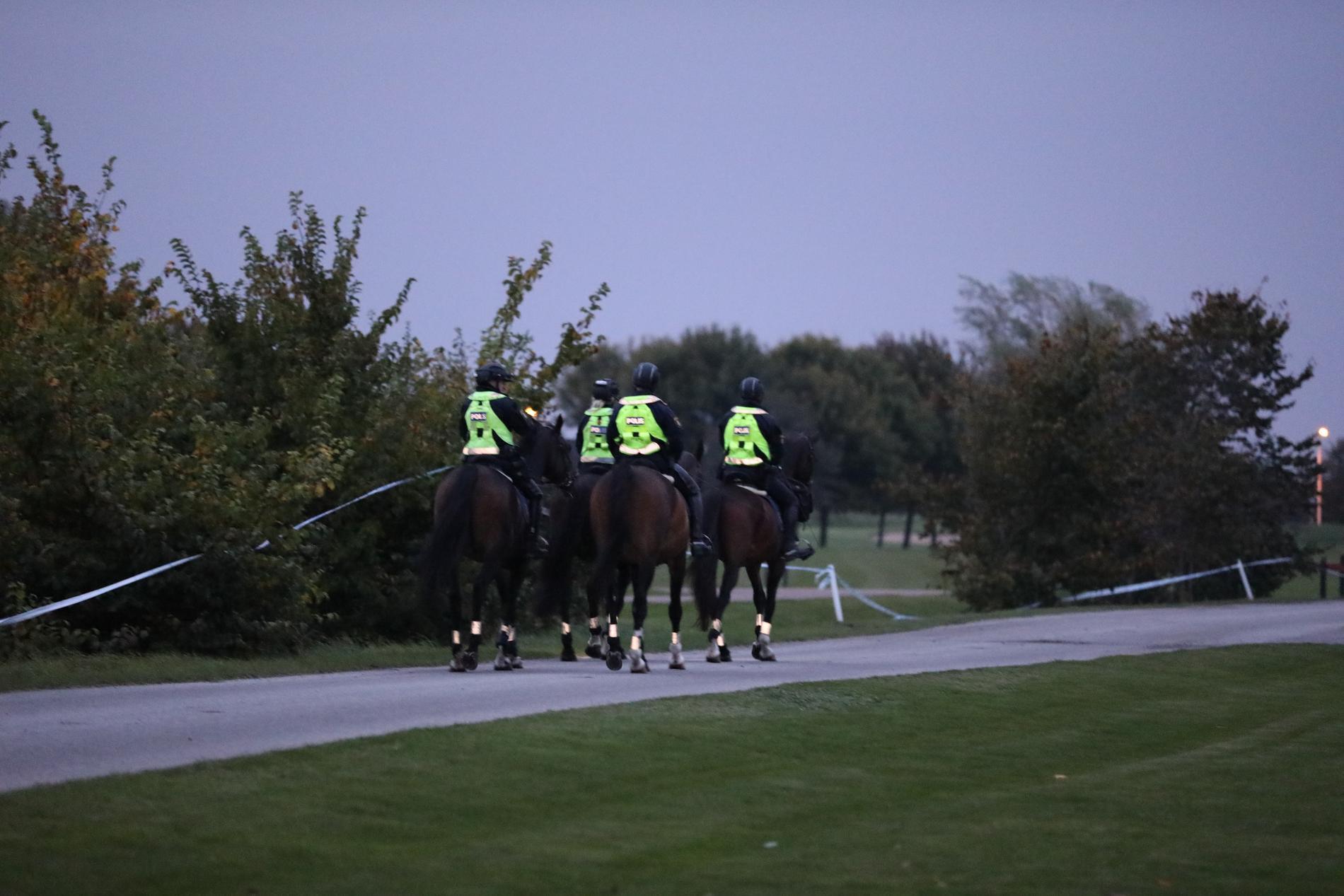 Polisinsats med ryttare.