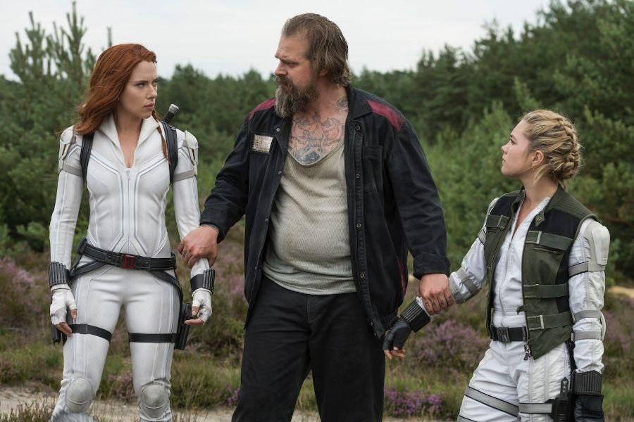 "Scarlett Johansson, David Harbour och Florence Pugh i ""Black Widow""."