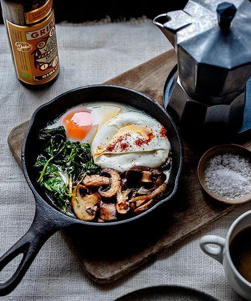 Brunch till helgen? Eller en enkel middag. Ugnsbakad svamp med vitlök och krämig mozzarella är fantastiskt gott.