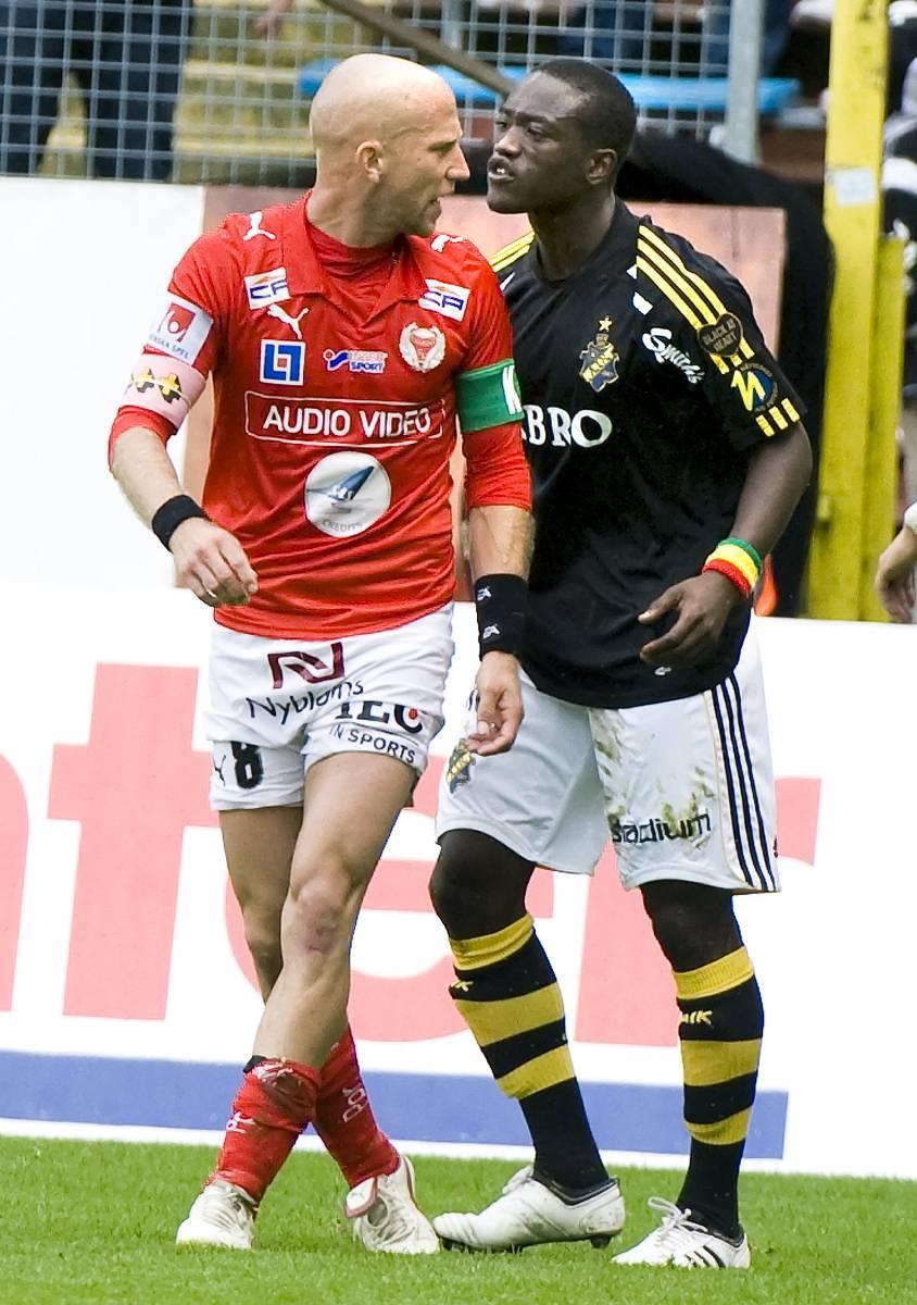 En fotbollsmatch är ett möte där två lag mäter sina krafter, en fiende ska tillintetgöras, en ska segra. Så har Henrik Rydström tänkt. Men nu har allt hamnat i ett annat ljus.