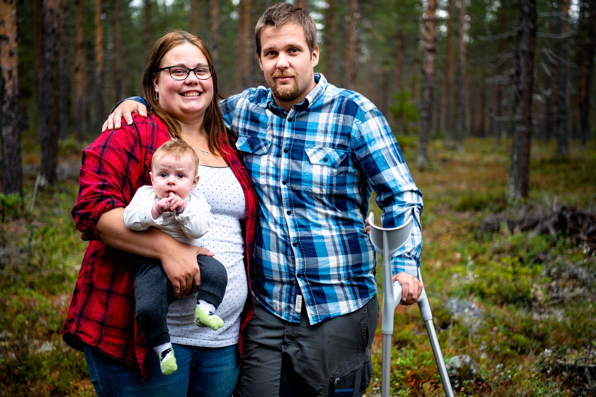 Oskar tillsammans med sin syster Marie och hennes dotter Sara.