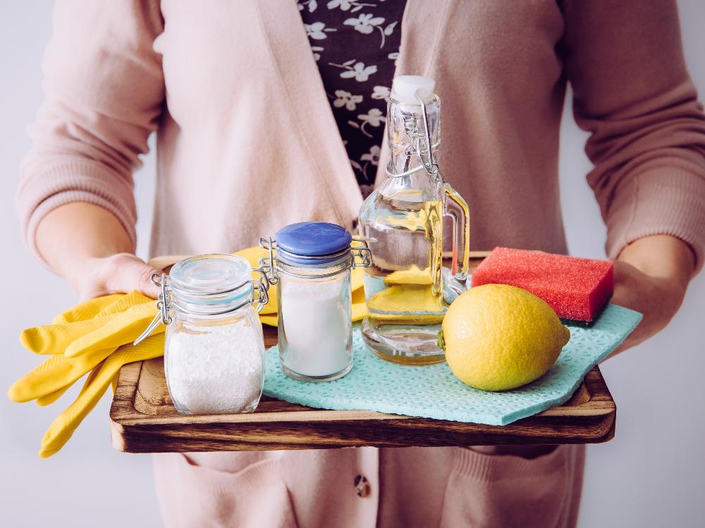 Att rengöra med ättika är ett gammalt beprövat husmorsknep.
