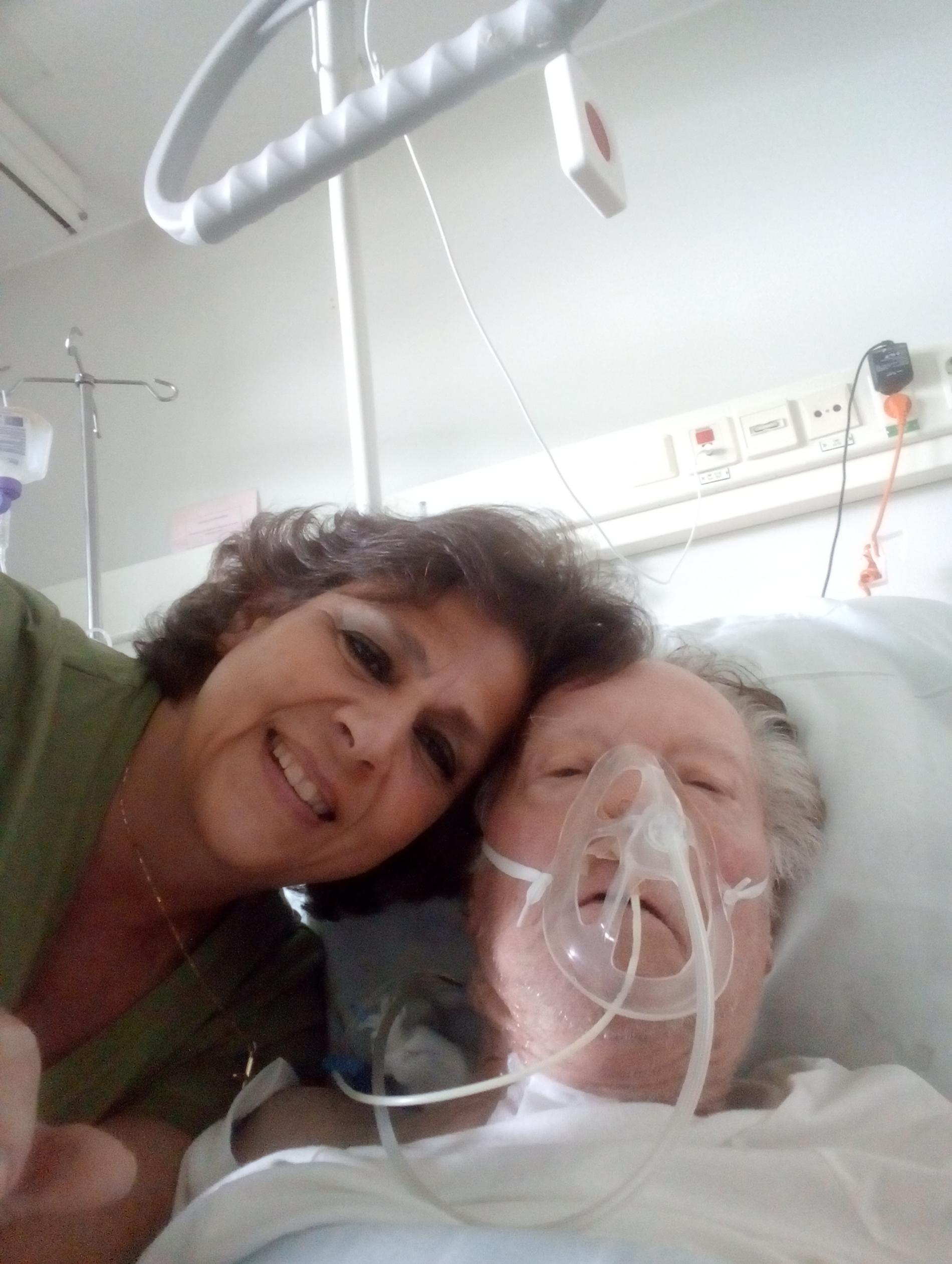 Helen och Jonny på sjukhuset.