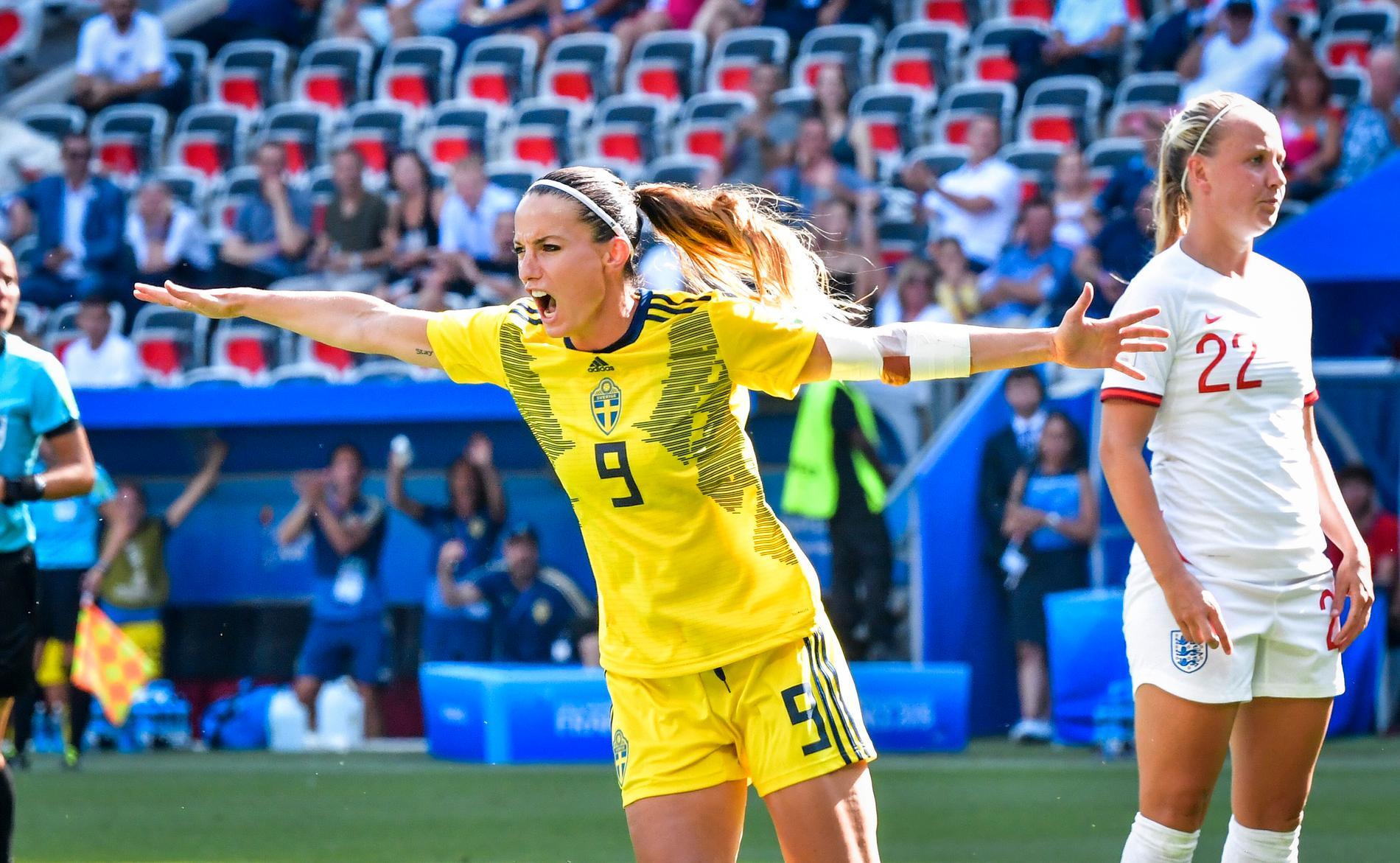 Kosovare Asllani under fotbolls-VM 2019. Om några år kan det svenska damlandslaget få spela ett stort mästerskap på hemmaplan. Arkivbild.