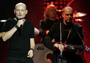 Håkan Hemlin och Mats Wester i Nordman får kritik för sin scenshow redan innan Melodifestivalen har startat.