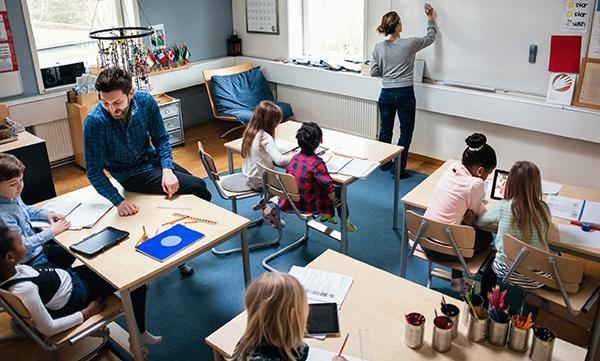 För att skolan ska kunna vara inkluderande och ta emot, möta och undervisa elever med varierande behov, krävs större kunskaper kring funktionsnedsättning, elevers rättigheter och vilka konsekvenser en bristande lärmiljö får, hos både lärare och rektorer, skriver företrädare för funktionsrätt ochförbunden för funktionsnedsättning.