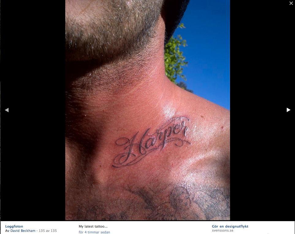 David Beckham visar upp sin nya tatuering på Facebook 2011.