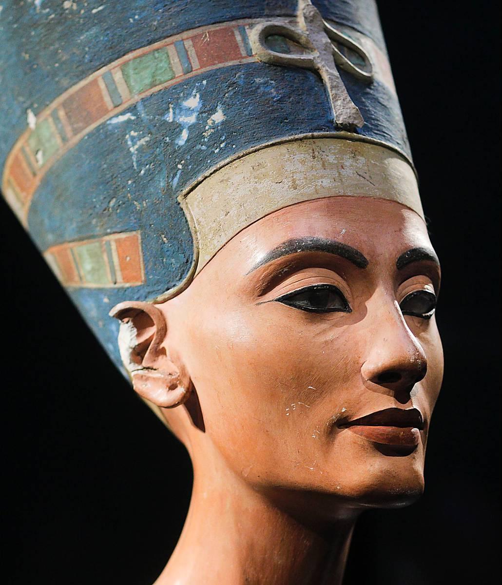 Byst av Nefertiti (född 1380 f Kr), drottning av Egypten.