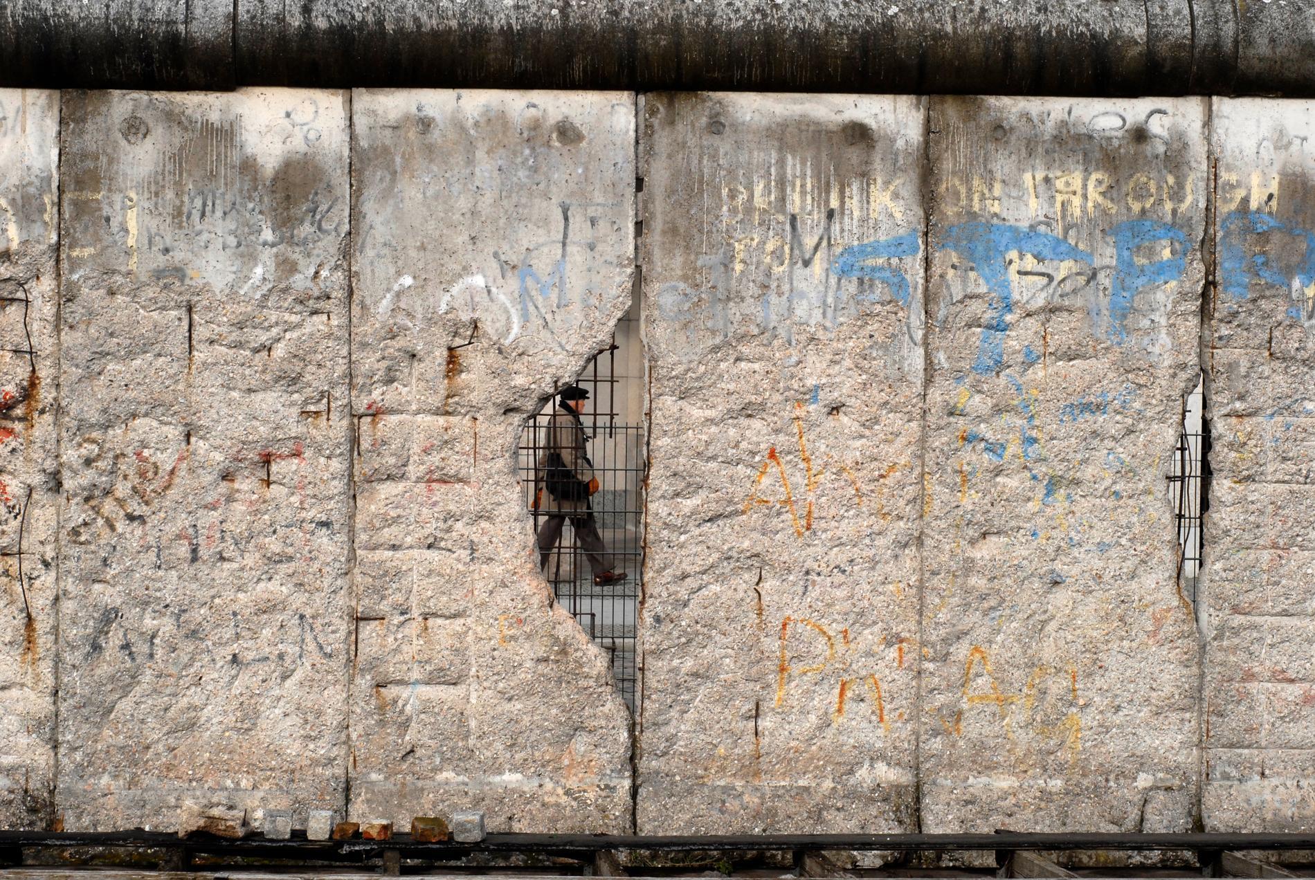 Berlinmuren revs 1989, men delar av muren står fortfarande kvar.