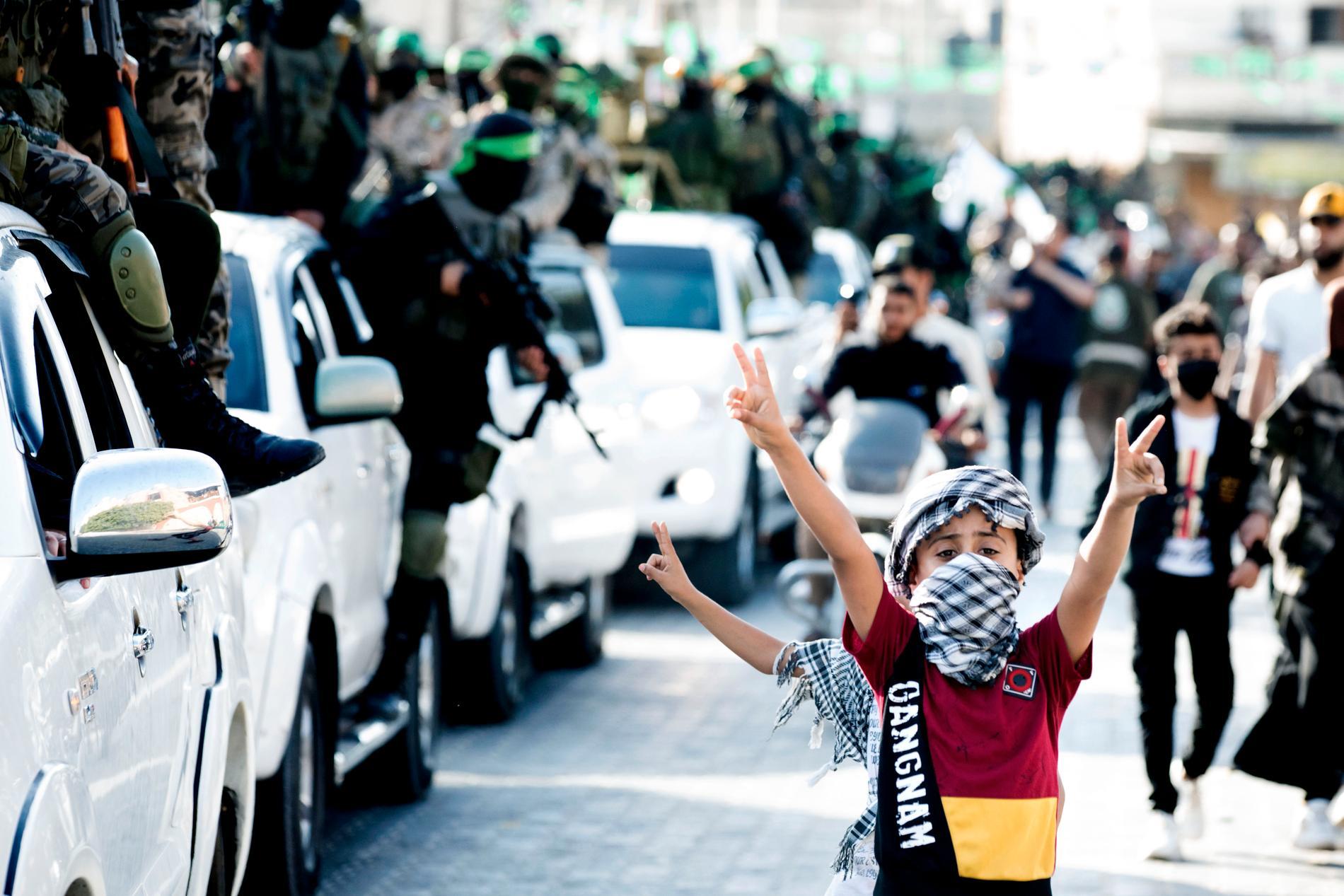 """Barn i Hamas """"segerparad"""" i Rafah."""