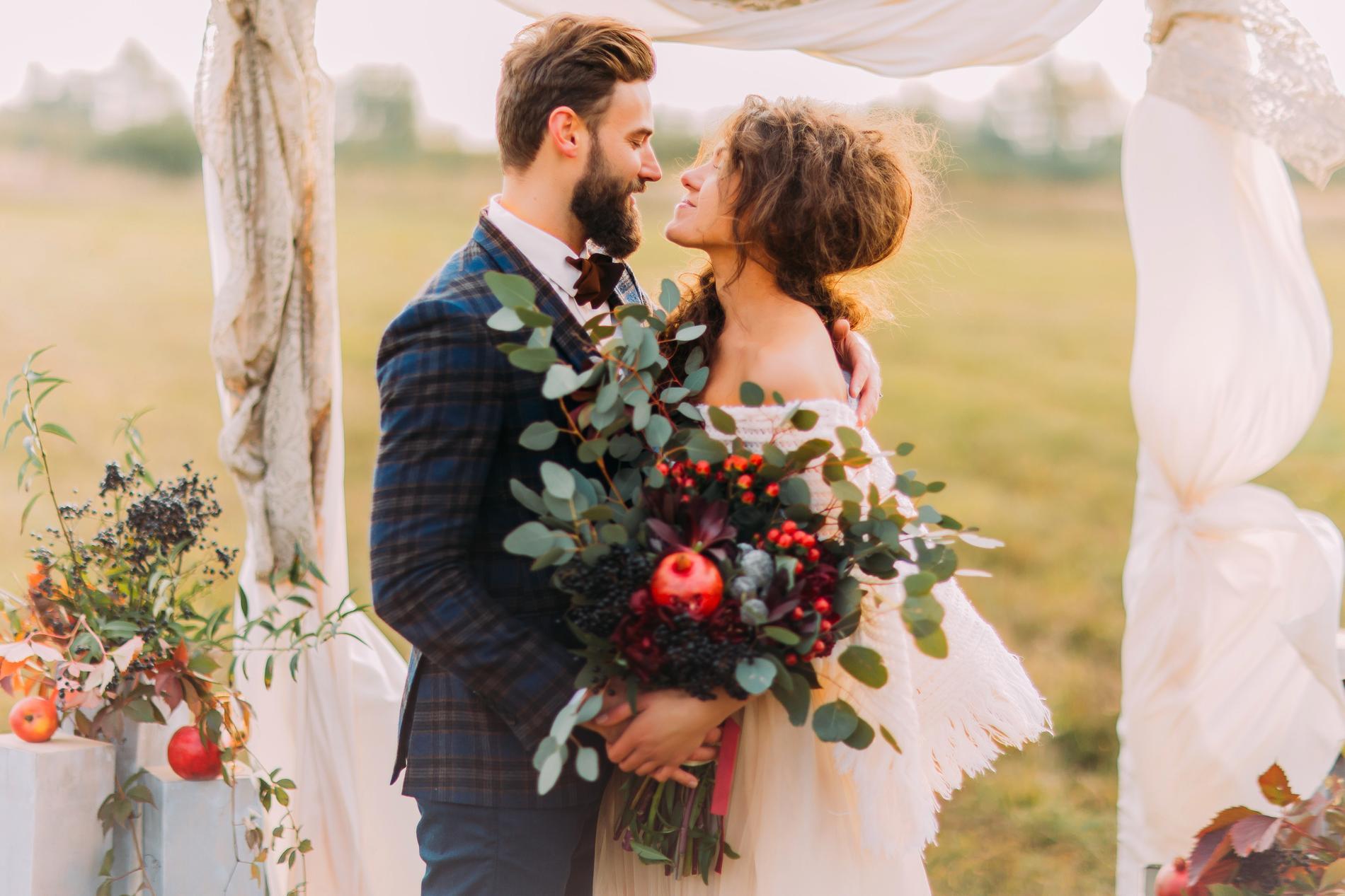 Vissa byter ut sommarbröllopet mot ett under hösten.