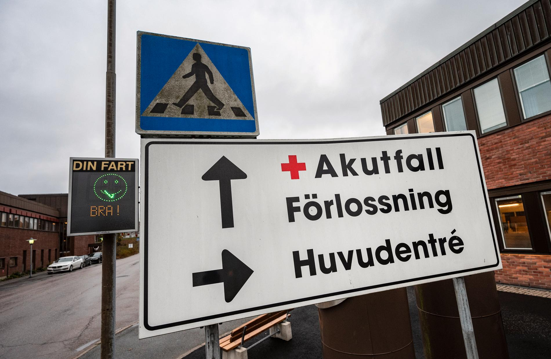 I sommar blir det ännu längre att hinna till Förlossningen i Lycksele när sjukvårdspolitikerna struntat i att planera för BB-personalens semester.