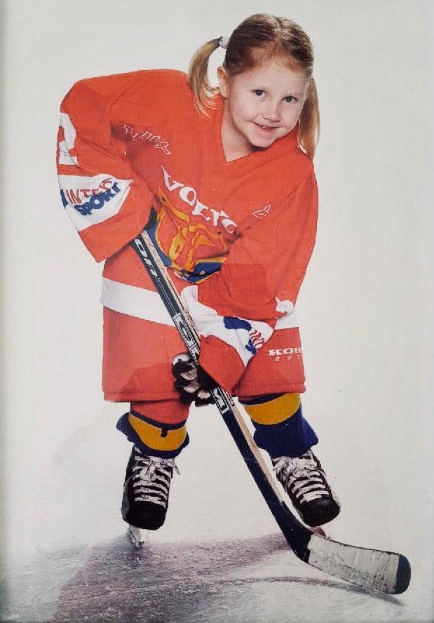 Lina Ljungblom i början av hockeykarriären.