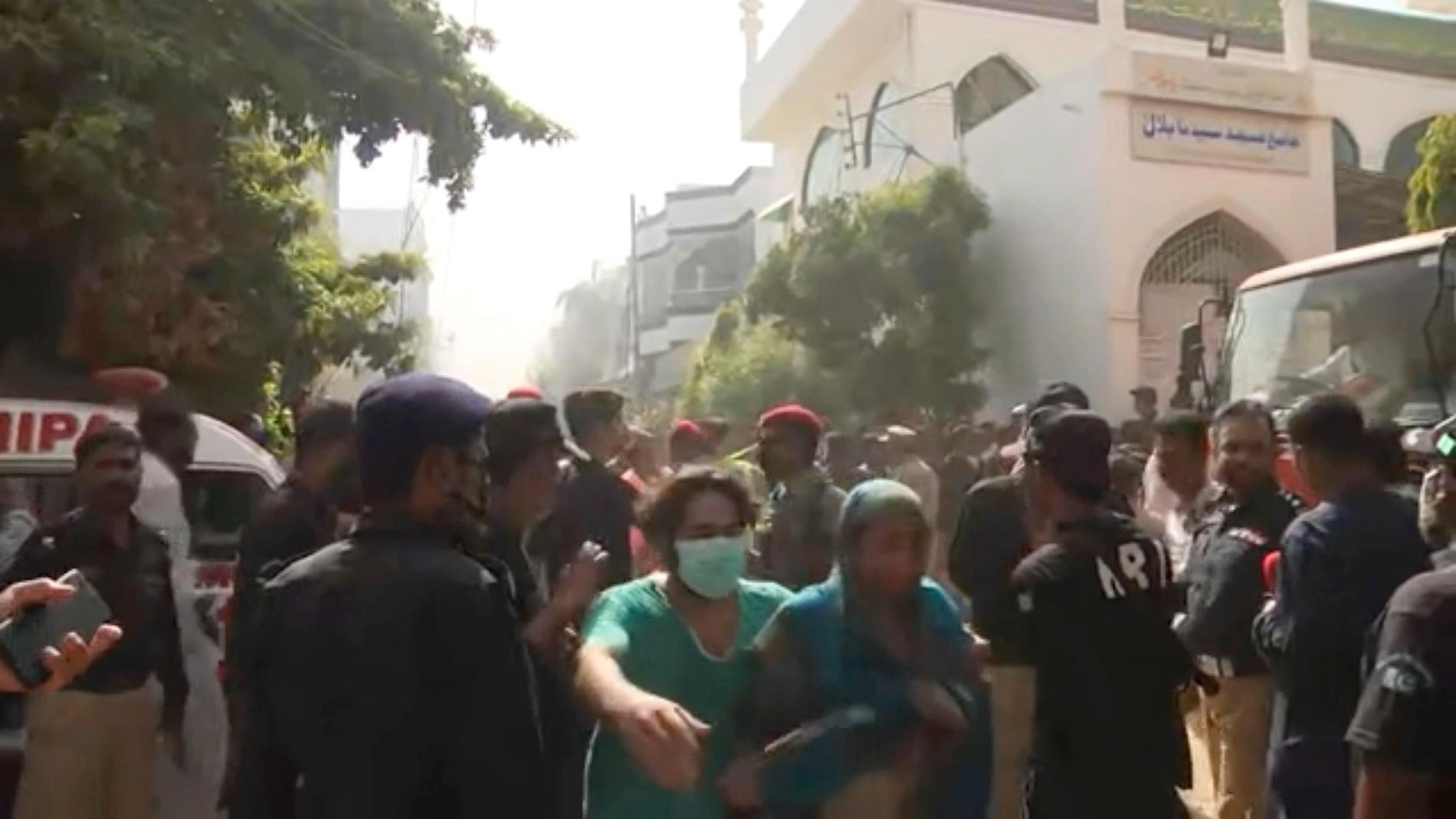 Planet var på väg från Lahore till Karachi när det störtade i ett bostadsområde