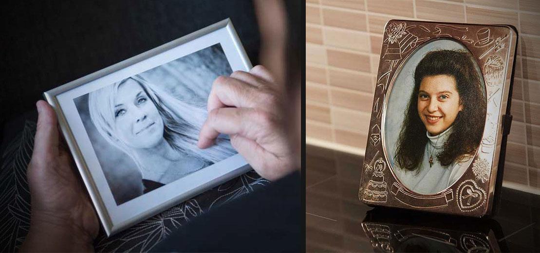 Den inramade bilden på Lotta Rudholm, i hennes syster Camillas hand. Den andra bilden föreställer Vesna, den står i hennes föräldrars hem.