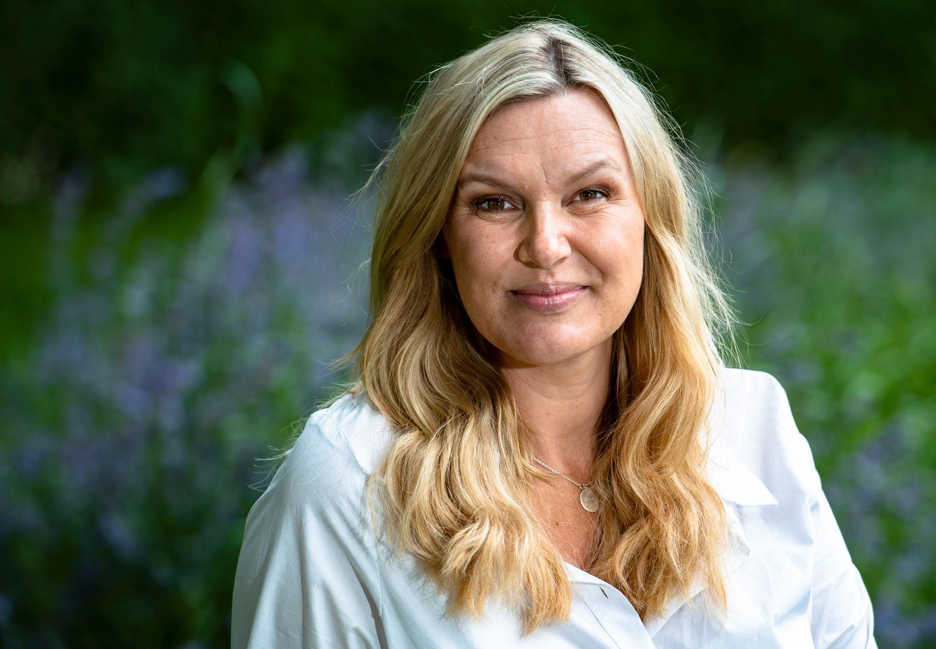 """Sanna Nielsen leder sin sjätte säsong av """"Allsång på Skansen""""."""