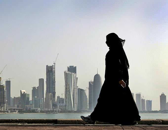 I arabländerna råder tystnad om den globala Metoo-kampanjen. Lagar mot sexuella trakasserier är än så länge bara bläck på papper, skriver Nedjma Boucheloukh.