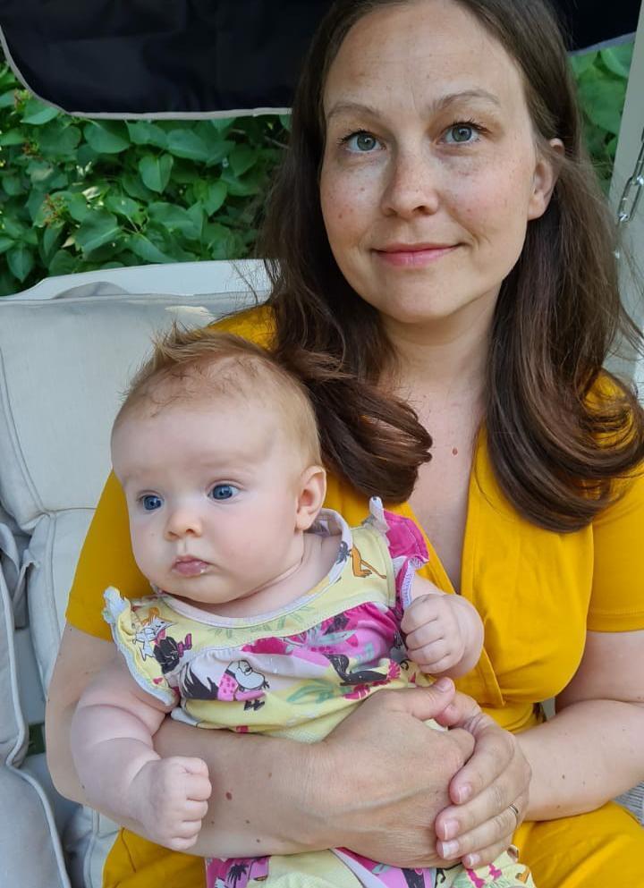 Malin med sin dotter.
