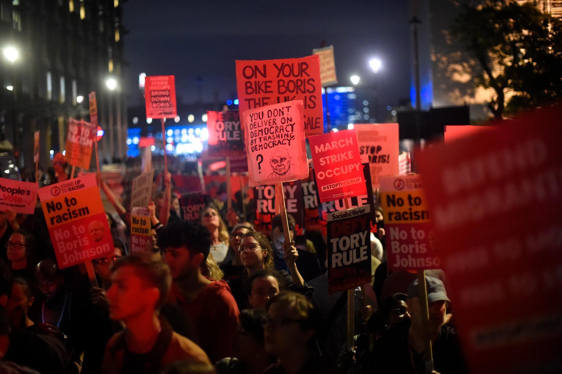 Protest mot brexit utanför parlamentet i London.