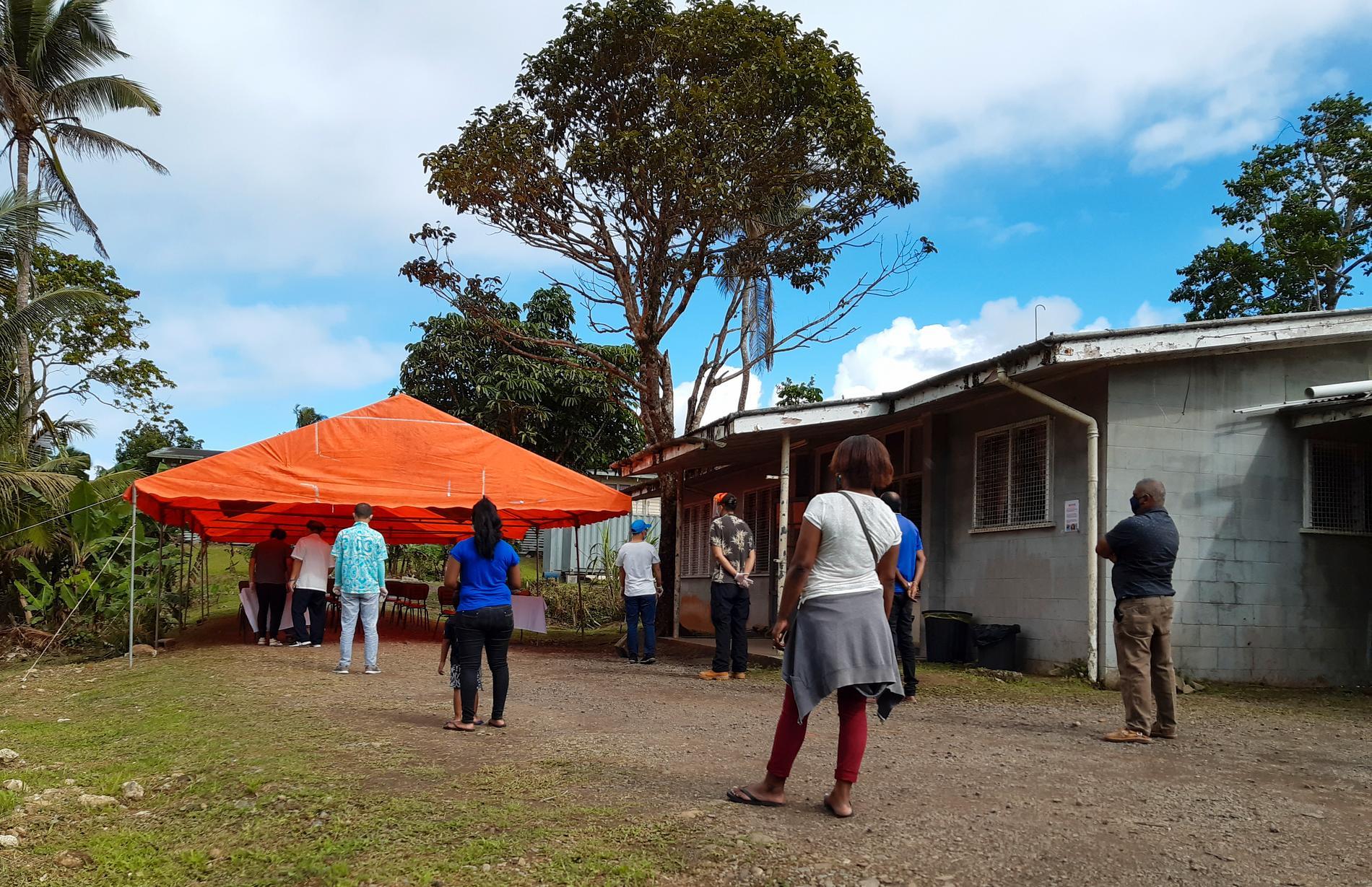 Den 28 juli var 20,5 procent av Fijis vuxna befolkning vaccinerad, en siffra som måste stiga till 80 procent innan man kan överväga att öppna upp.