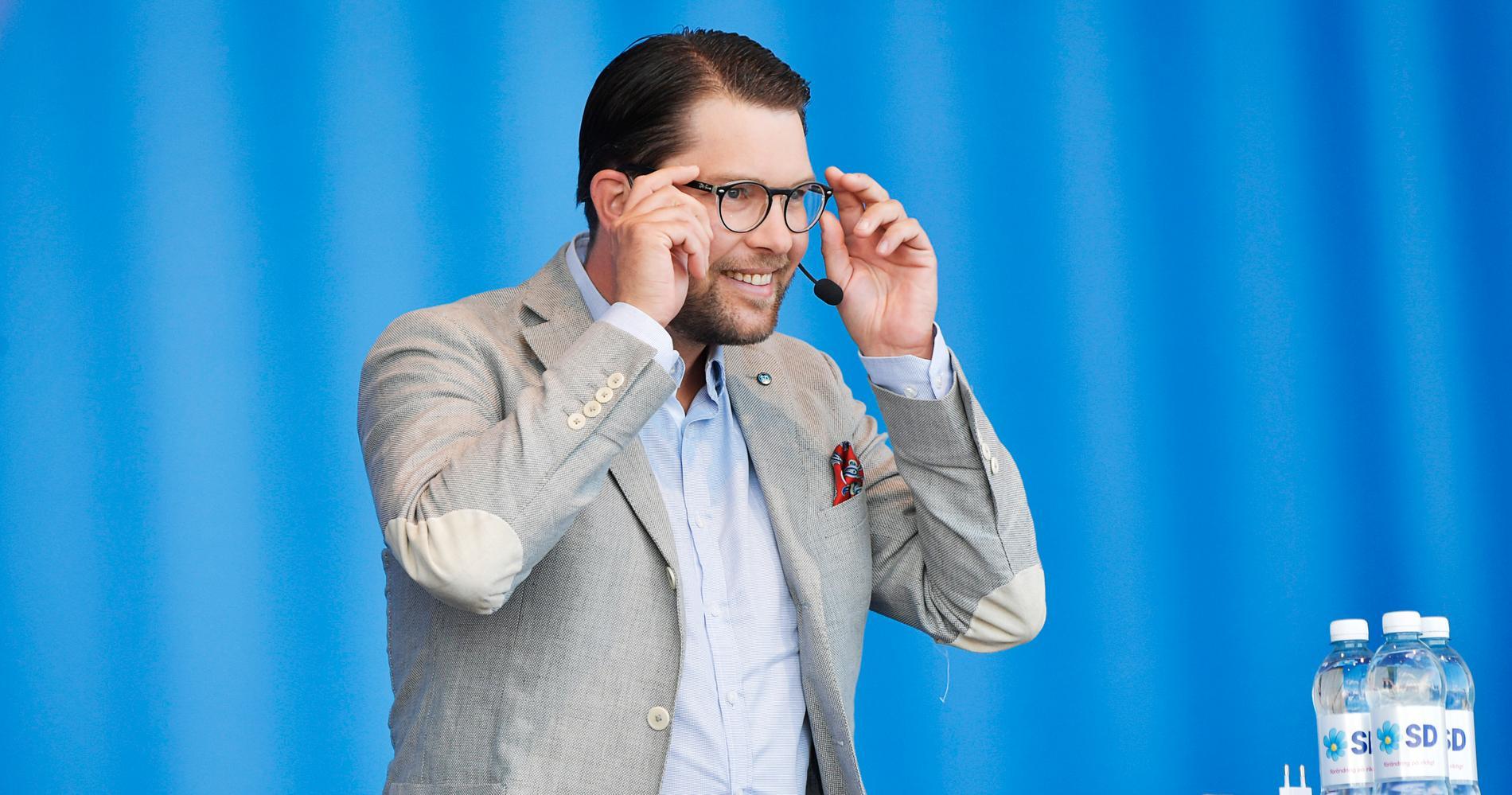 Jimmie Åkesson och Sverigedemokraterna vill förändra kvinnors förutsättningar rejält.