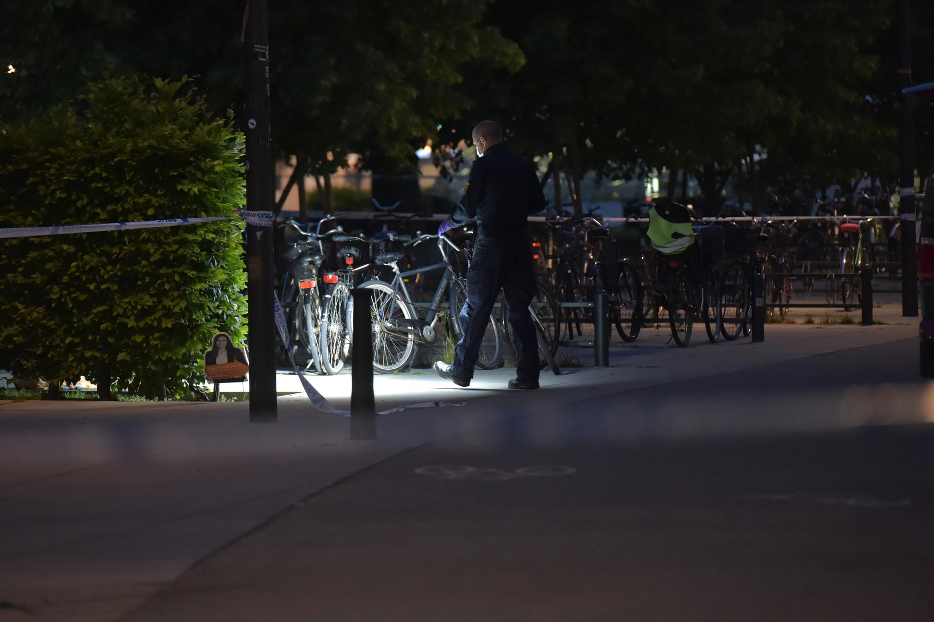 Polis på plats efter dödsskjutningen i Malmö.