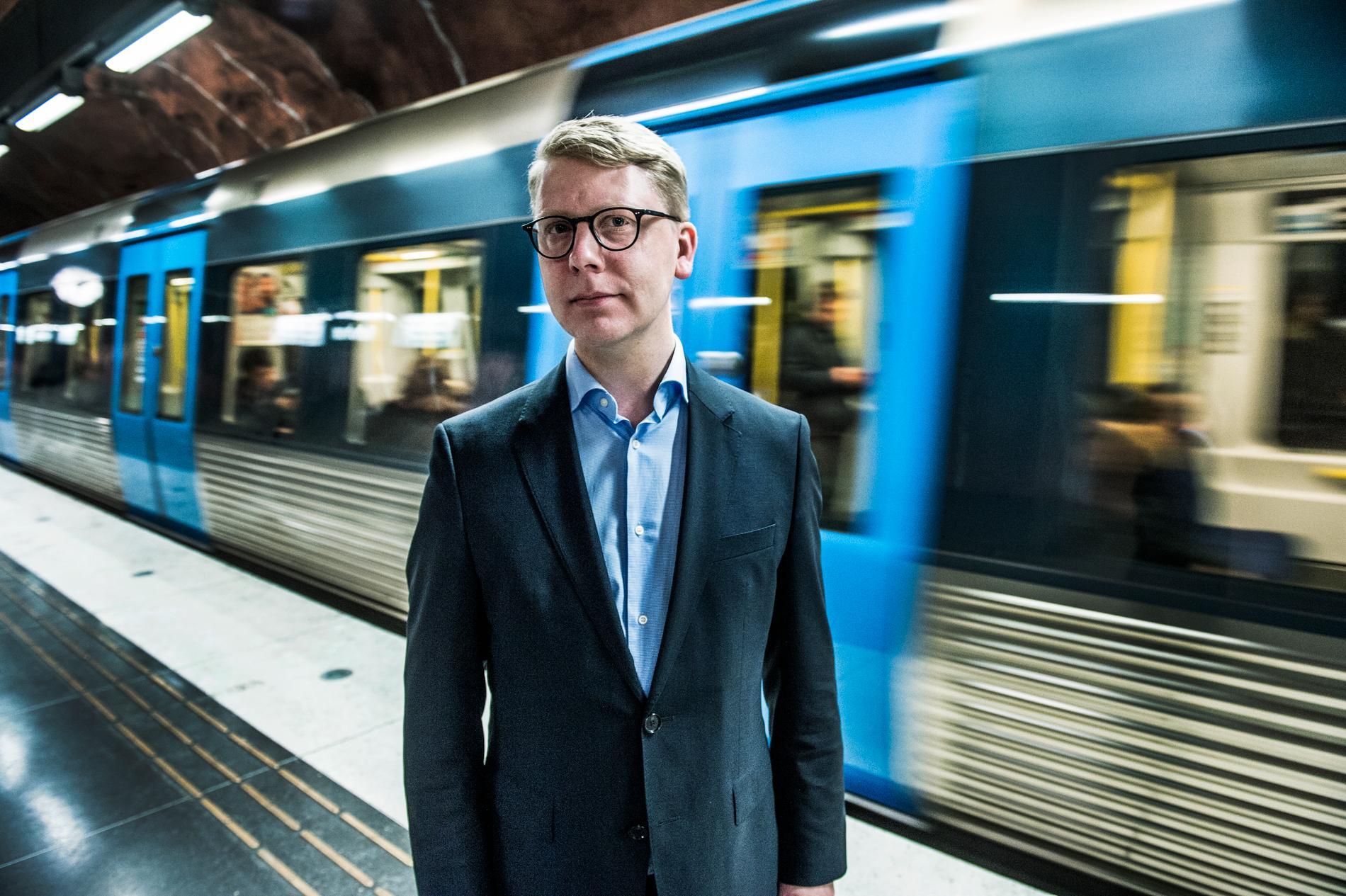 Kristoffer Tamsons är trafikregionråd i Stockholm och ordförande för SL.