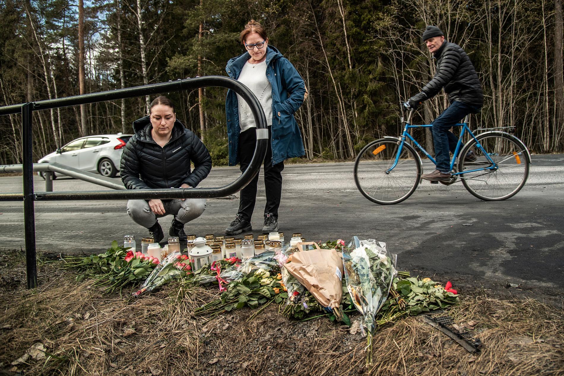 Systern Angelica Olave och mamman Eva Trulsen sörjer Saras vän och pojkvän som omkommit men är tacksam att deras dotter klarat sig.