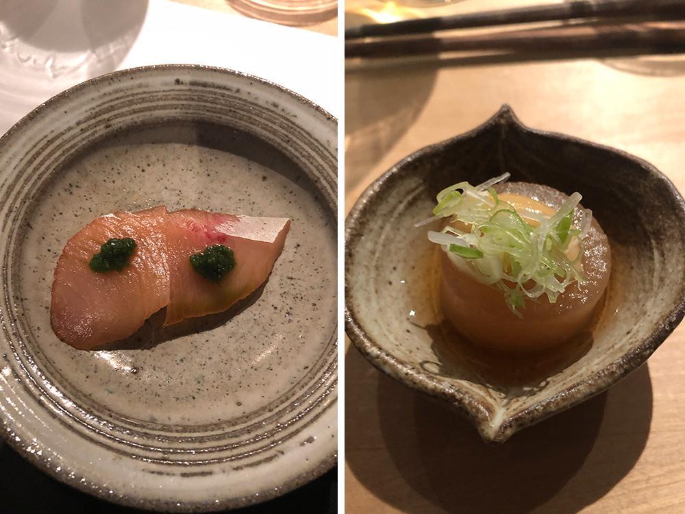Här serveras en bit sushi i taget, väl presenterad innan det är dags att äta.