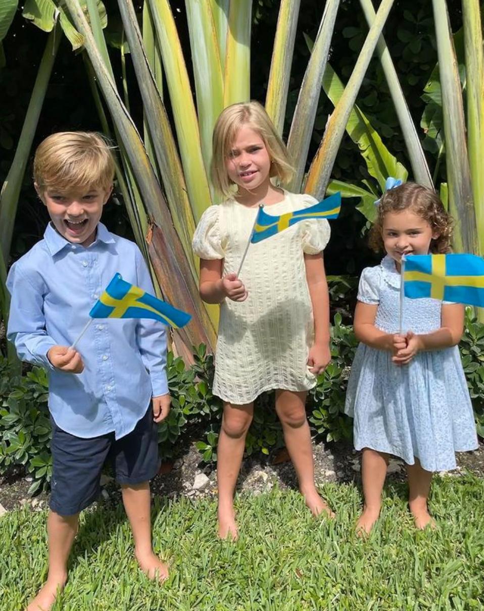 Prins Nicolas med sina systrar prinsessorna Leonore och Adrienne vid nationaldagen.