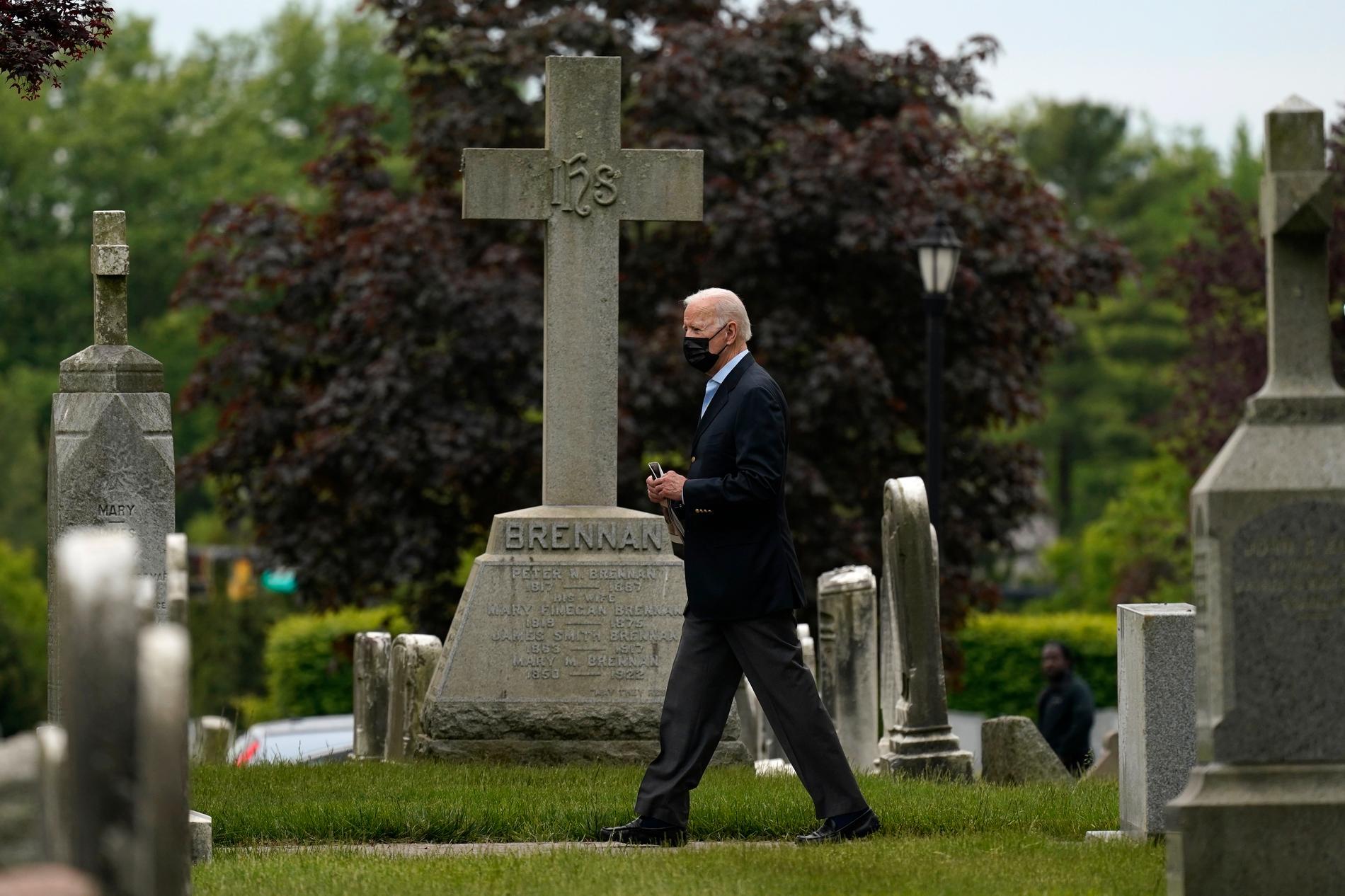 Joe Biden på väg från ett gudstjänstbesök i den katolska kyrkan St Joseph on the Brandywine i Wilmington, Delaware, den 16 maj.
