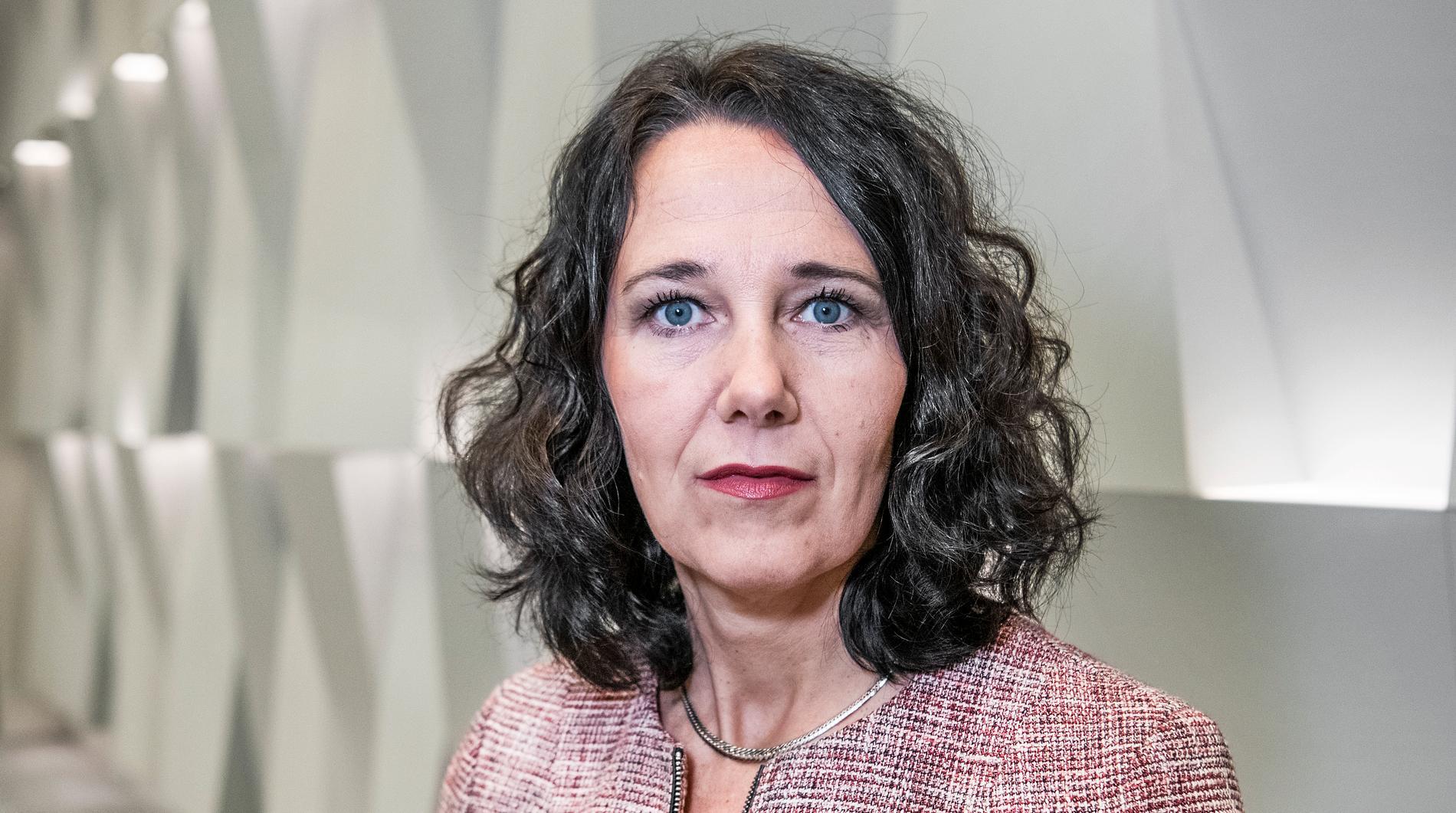 """""""Det jag ser i finansvärlden och företagsvärlden nu är mycket obehagligt. Att stänga ner länder som vi gör kommer att få förödande ekonomiska konsekvenser om vi fortsätter"""", säger Annika Winsth, chefsekonom på Nordea."""