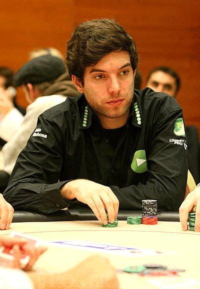 Het portugis Barbosa spelar för Full Tilt framöver. Här spelar han dock i Unibets kläder.