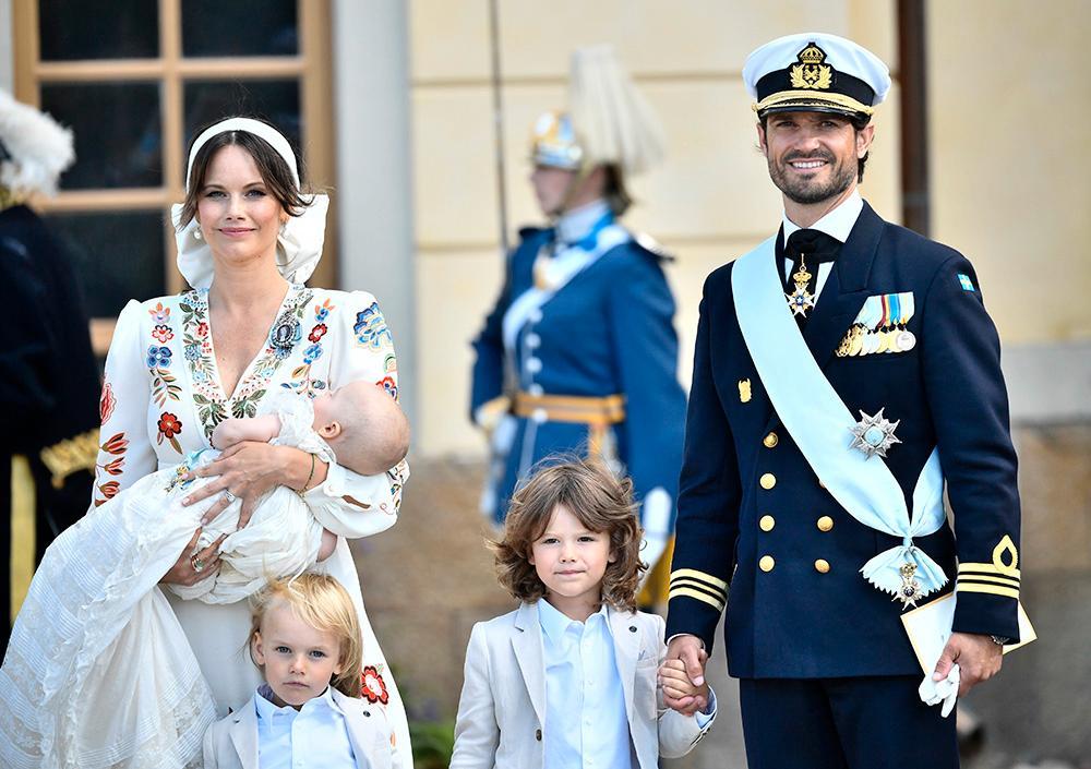 Prinsparet med alla tre barnen: Alexander, Gabriel och lille Julian.