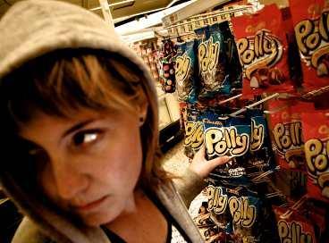 matkonto: 2000 kr - per dag När inte pengarna räcker till tvingas många bulimiker skuldsätta sig eller snatta. Även prostitution har förekommit.