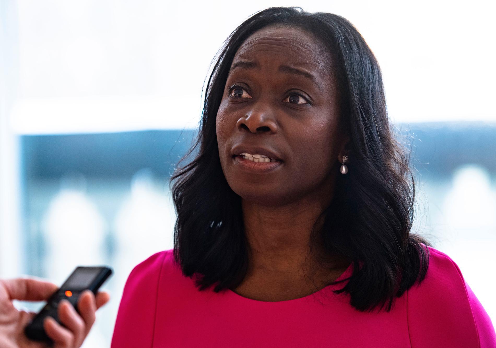Nyamko Sabunis Liberalerna tappar åter väljare, efter att ha gått framåt i april.