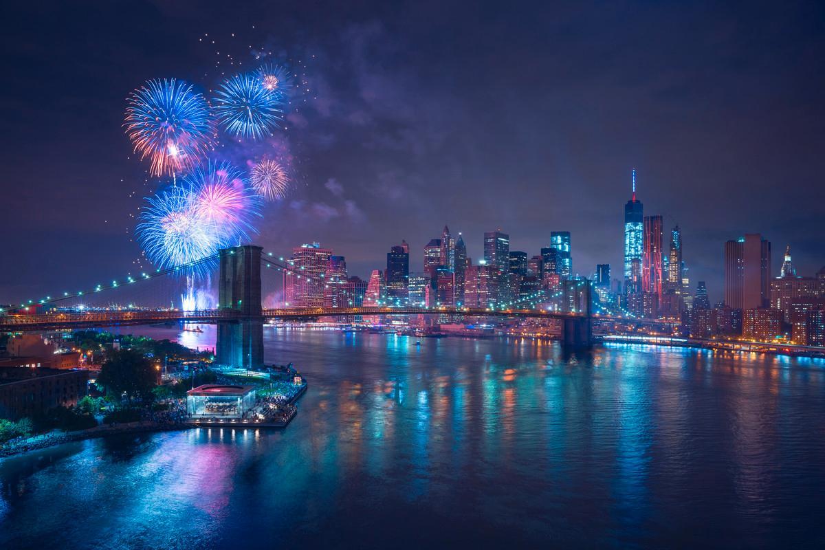 På baren The Roof högst upp i Public Hotel, New York, kan du fira det nya året med en utsikt över Central Park.