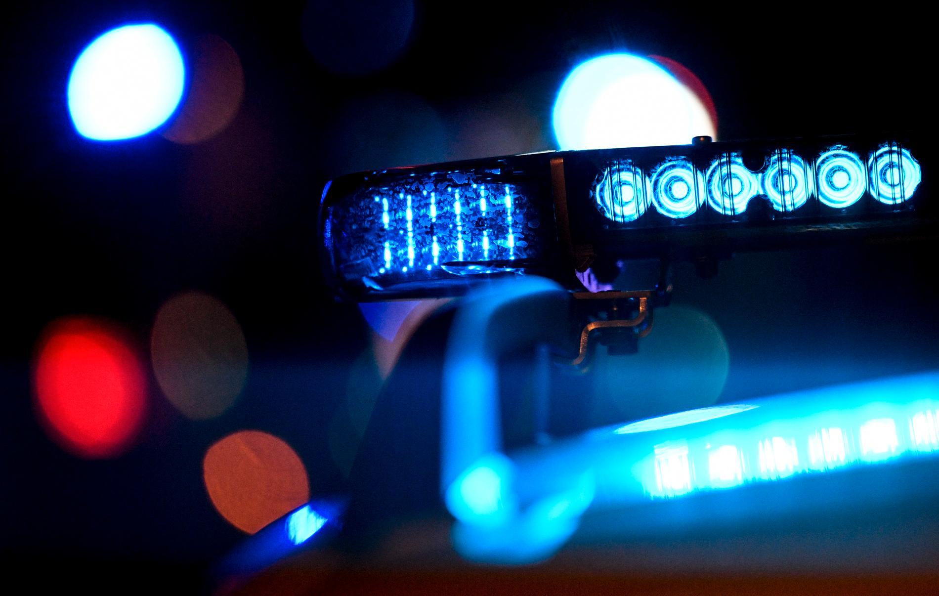 Vårdpersonal kontaktade polisen när de sett kvinnans skador.