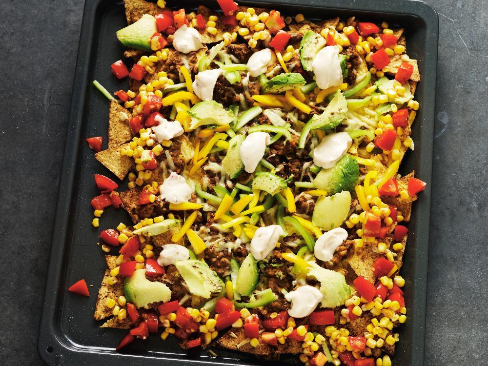 Nacho grande! Servera med majs- och tomatsalsa och chilimajonnäs.