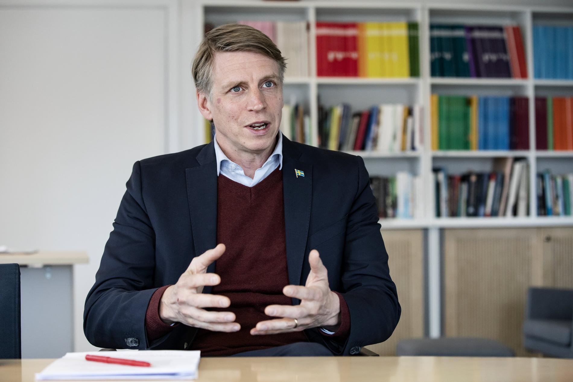 """Per Bolund, vice statsminister anser att SD inte tar kopplingen mellan Fogelklou och kontot """"afghan"""" på allvar."""