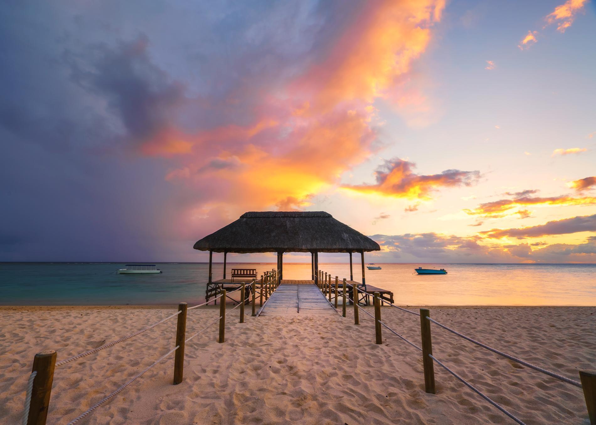 Vid stranden Flic en Flac kan besökarna se vackra solnedgångar.