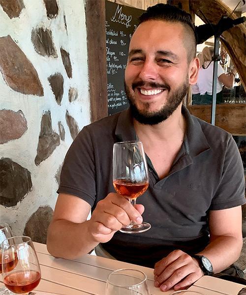 EXPERT PÅ PINOT NOIR Amerikanen Joe Roman är vinmakare på Arilds vingård. Han sökte sig till Sverige för att slippa giftiga bekämpningsmedel.