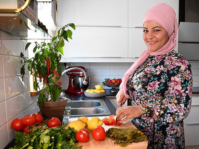 – Många kastar jättemycket mat helt i onödan på grund av okunskap. Vi måste sprida kunskap och folk som jobbar med mat har ett stort ansvar, säger Zeina.