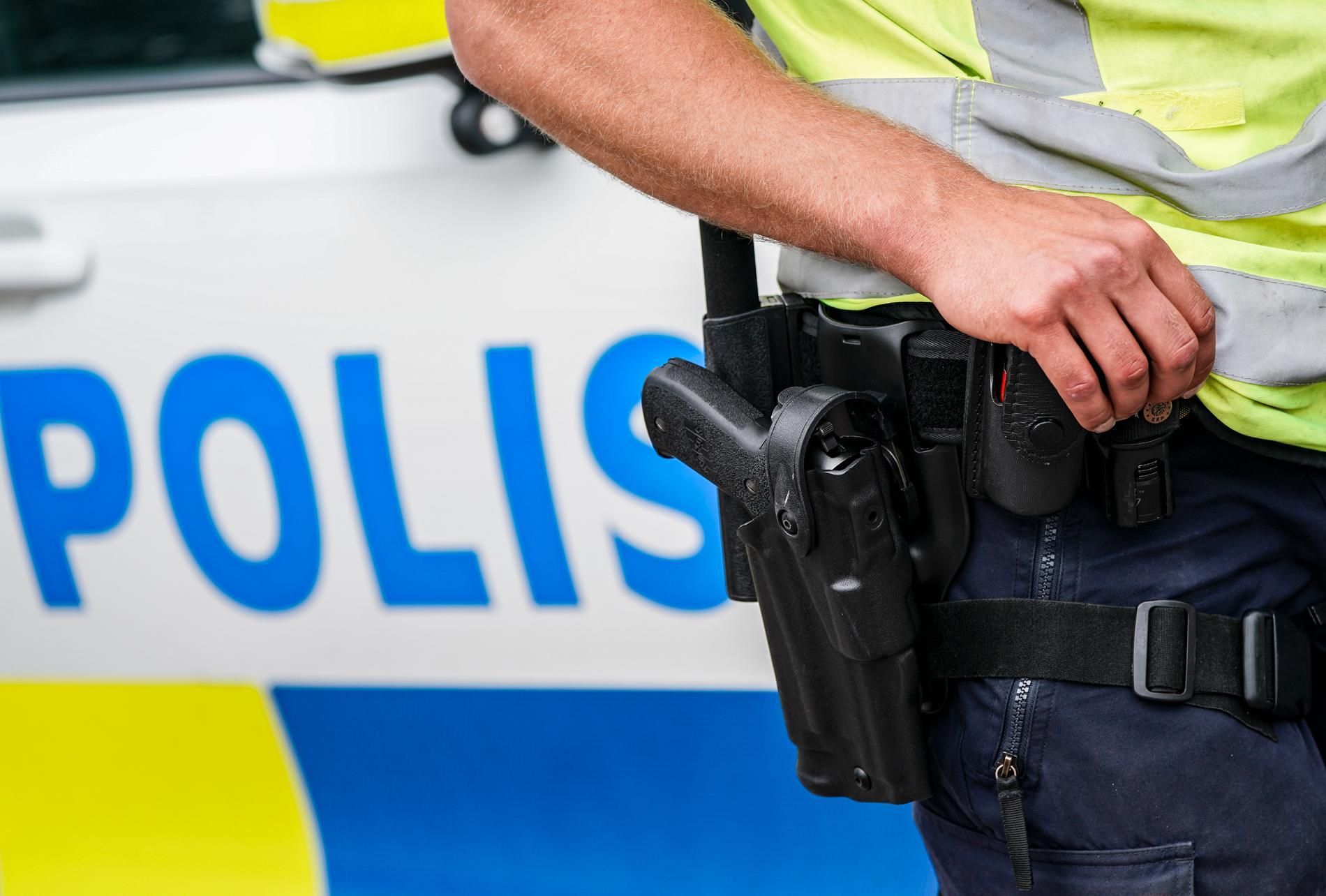 En polis som sköt en påverkad man vid ett inbrottslarm frias av tingsrätten. Arkivbild.