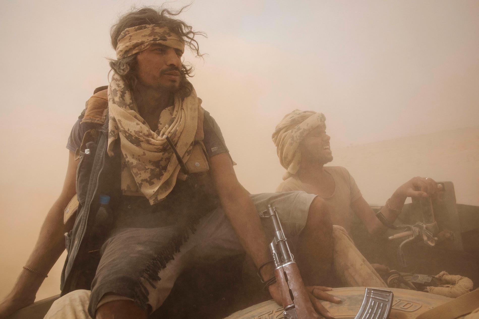 Jemenitiska regeringssoldater nära oljestaden Marib, fotograferade i somras.