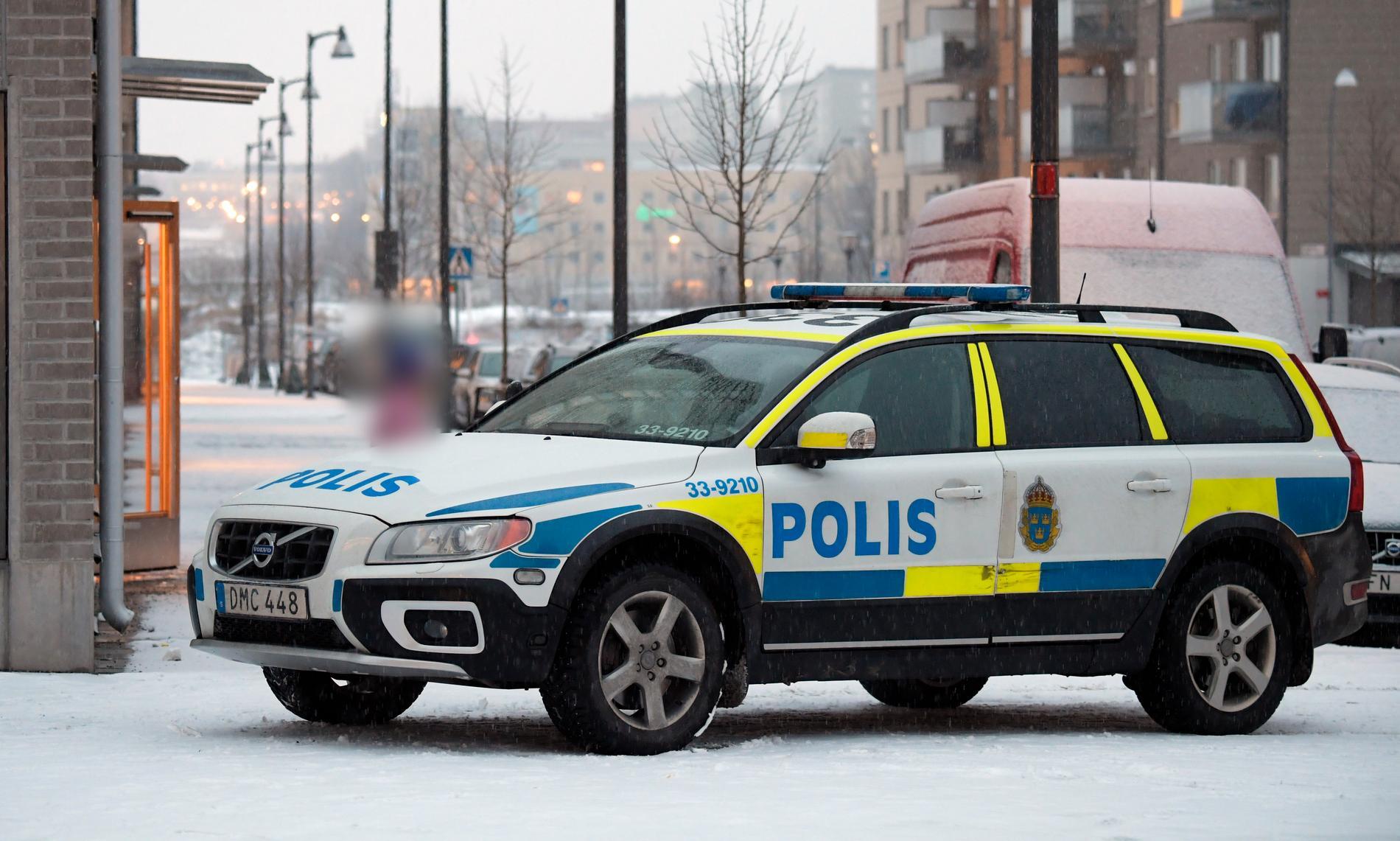 En ung person har blivit rånad i Sundbyberg.