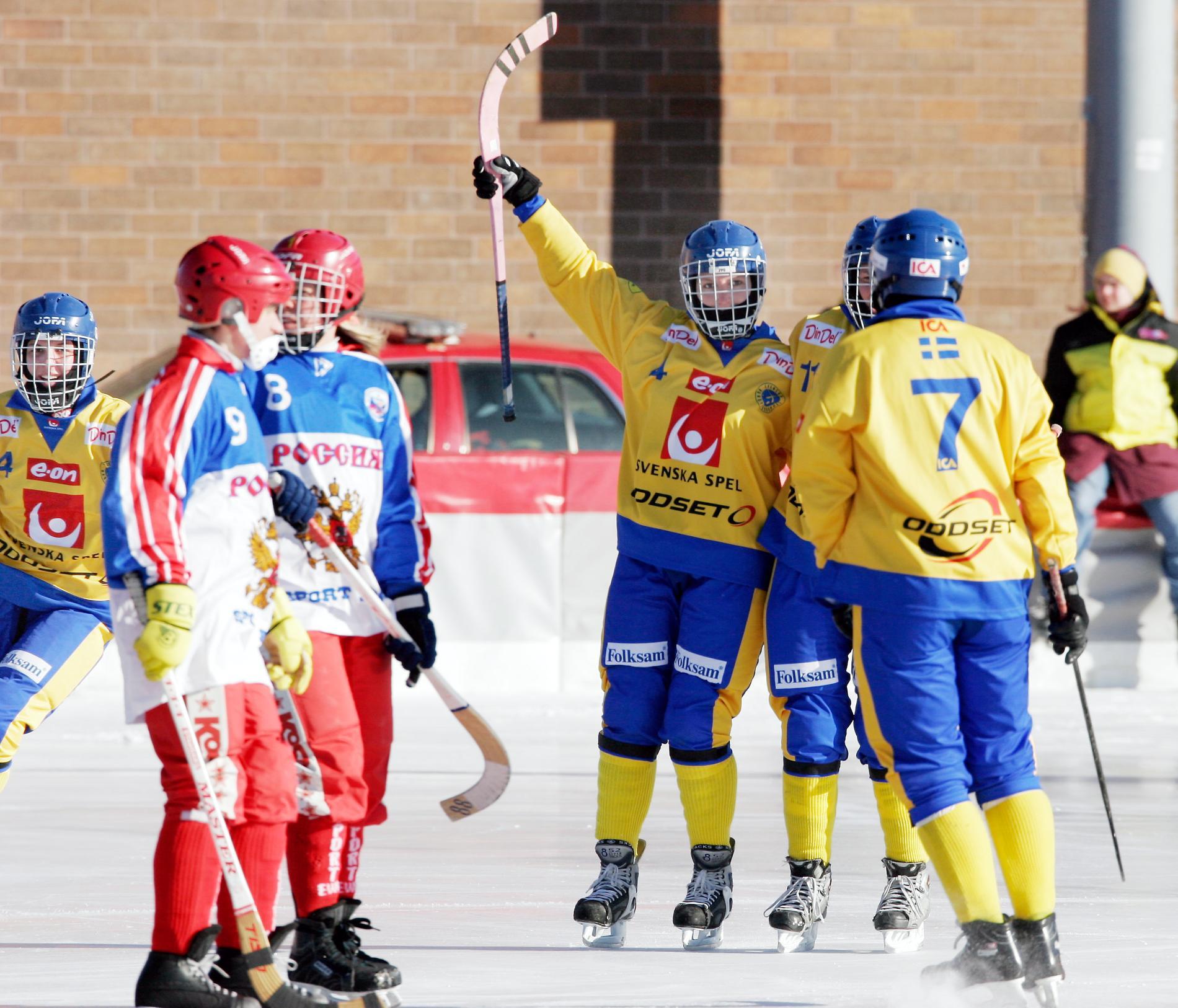 Sverige kunde guldjubla i VM-finalen mot Ryssland i Roseville, Minnesota, USA, 2006. Arkivbild.