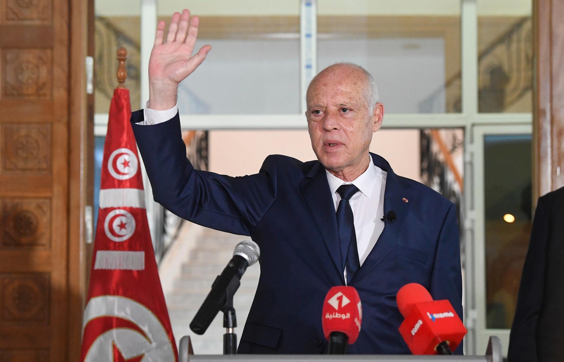 Tunisiens president Kaïs Saïed stärker sin makt över landet.