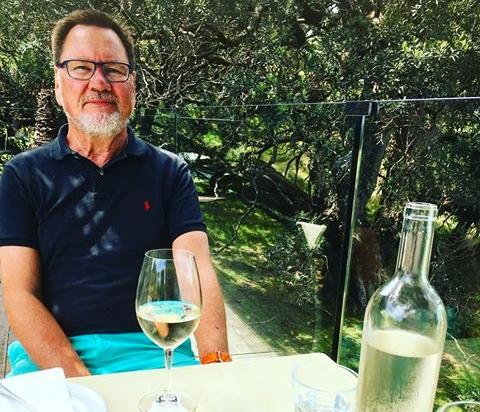 Björn Demme gillar att skriva och resa.