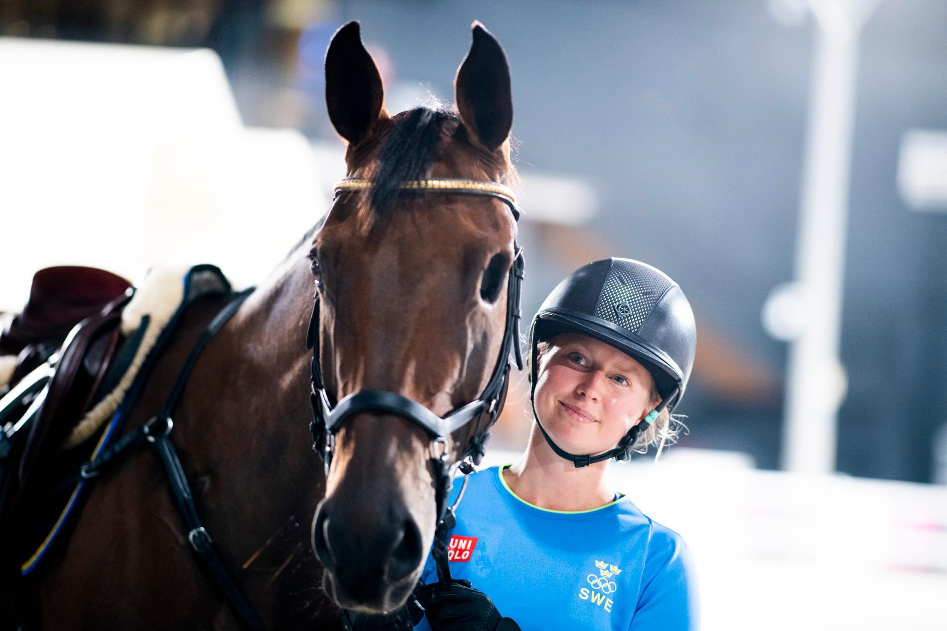 OS-debutanten Therese Viklund med hästen Viscera, som saknar vänster öga.